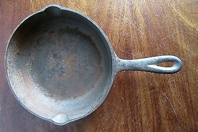 Antique/Vintage Cast Iron No 5- 8 1/8 Inch  Frying Pan