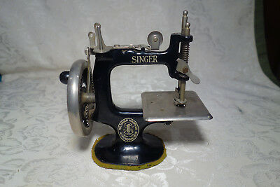 Vintage Singer No. 20 Sewing Machine - Childs Sewhandy