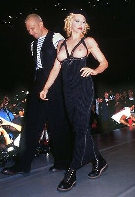 photo 10*15cm 4x6 INCH  JEAN PAUL GAULTIER ET MADONNA