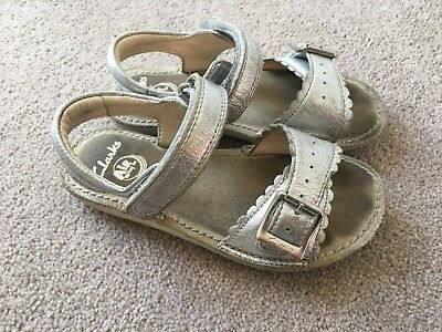 733284c25c9 CLARKS Ivy Flora Leather Girls Sandals in Silver Size 9F Toddler Shoes