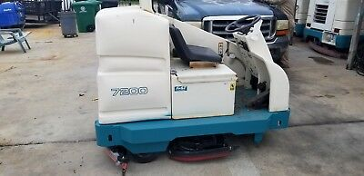Tennant 7200 Battery Ride-on Scrubber
