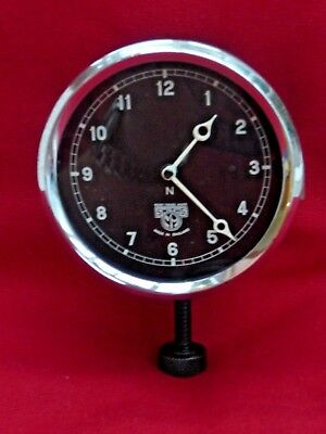 1930s vintage Smiths car clock in very good working order.