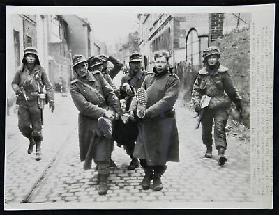 WWII Original PRESS PHOTO German WOUNDED PRISONERS Guarded by US 3rd ARMY