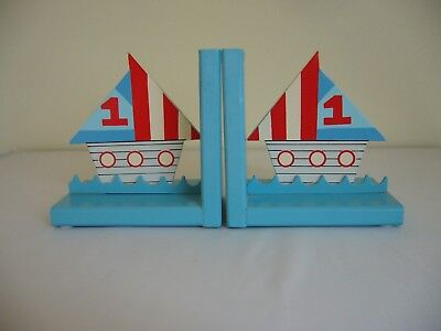Gisela Graham Ltd - Pair of Wooden Bookends - Sailing Boats