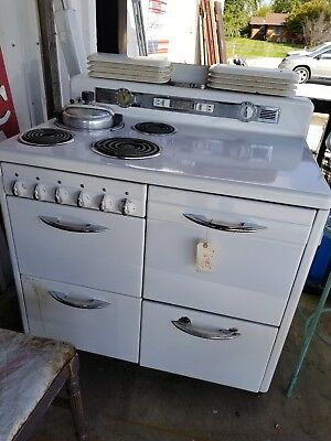 1940s Hotpoint Stove With Accessories