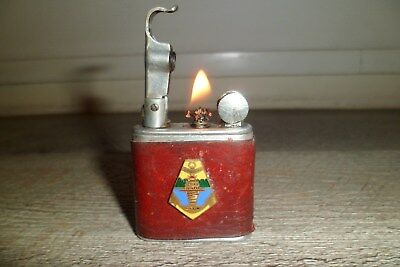 Ancien briquet essence NOVA Gainé cuir 2 insignes CEFEO / CCGH Indochine Lighter