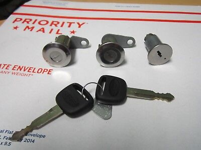 Freightliner Sterling Lock FULL Set A22-41594-000 -3 LOCKS -  2 KEYS