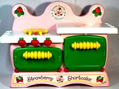 Vintage Strawberry Shortcake Sweet Scents Kitchen 1984 33cm Stove Oven by Kenner