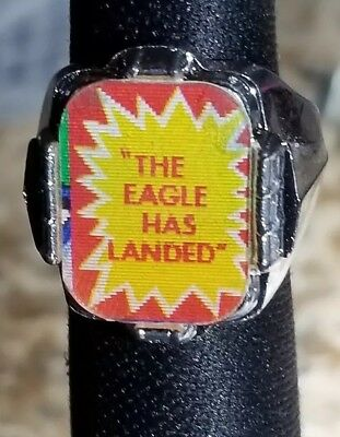 "1960s Vari-Vue ""The Eagle Has Landed"" Flicker Ring Vending Machine Plastic Toy"