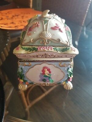Disney The Little Mermaid Music Jewelry Box 3D  Ariel Kiss the Girl Delux 1988