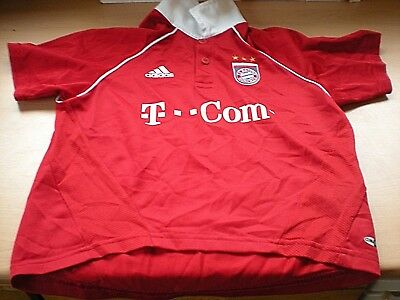 A Youths FC BAYERN MUNICH Shirt With The Number 6 & name of Sina On Back -26/28