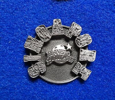 HTF Old Singapore Planet Hollywood Logo w Unusual 3 Dimensional Letters Pin z3