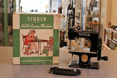 VTG Child's Miniature Singer Sewhandy Sewing Machine No. 20 In Original Box MIB
