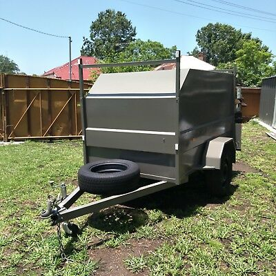 7x4x4 ENCLOSED TRAILER LOCKABLE CAMPER TRADESMAN STORAGE VERY GOOD CONDITION