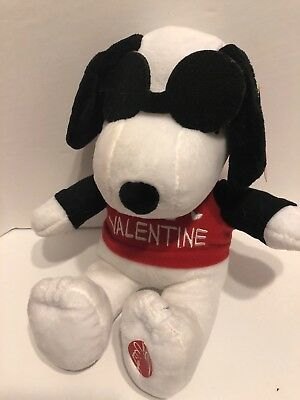Peanuts Plush Valentine Snoopy 12 inch Plays Linus & Lucy Song New
