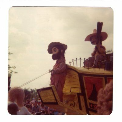 Vintage 1976 Photo Walt Disney World AMERICA ON PARADE Florida 1970's Nov18 d