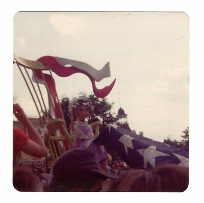 Vintage 1976 Photo Walt Disney World AMERICA ON PARADE Florida 1970's Mar18 p