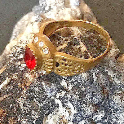 Rare Ancient Romain Bronze RING ARTIFACT Magnificent RING With Red Stone
