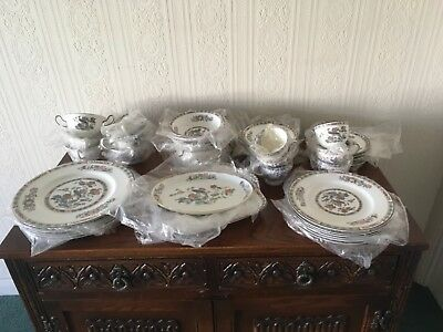 Wedgwood kutani crane 50 dinner service, hardly used. Excellent condition.