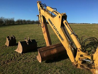 BACKHOE/BACK ACTOR and BUCKETS for FORD 655 digger