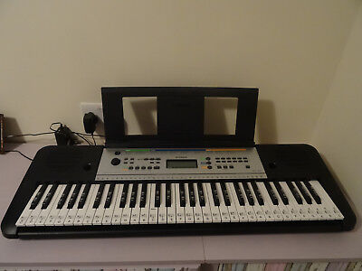 Yamaha keyboard PSR E253 61 keys note stickers 6 months old with instructions