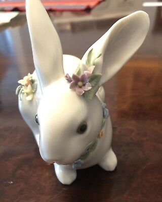 Lladro Easter Bunny With Flowers Figurine 6098 Retired