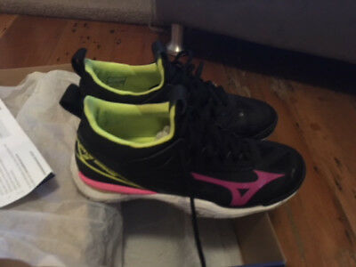 Ladies Wave Mirage 2 Netball Shoes  US 9.5 Black - Great Condition