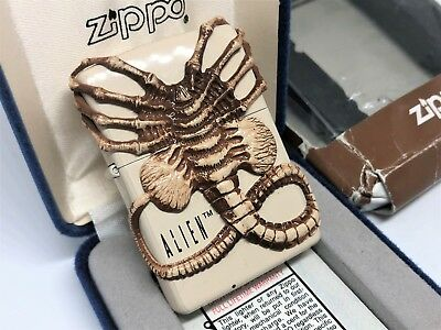 "ZIPPO Limited Edition ""FACEHUGGER"" ALIEN 20th Anniversary Giger Lighter Creme"