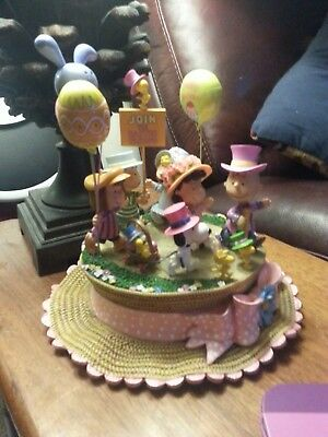 Hopping Into Spring Peanuts Danbury Mint Sculpture Easter
