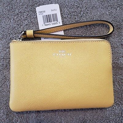 Authentic Coach NWT Leather Daisy Wristlet Wallet Bag Clutch