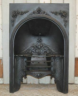 A DECORATIVE ANTIQUE EARLY VICTORIAN CAST IRON HOB GRATE FIRE INSERT ref FB0032