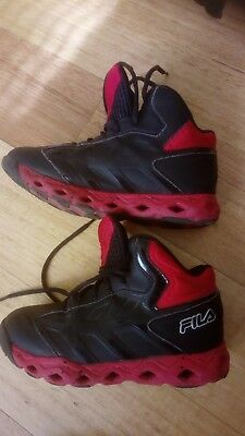 Used Fila Basketball Shoes in Black and Red Size US3 / EUR35 / UK2