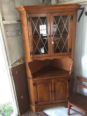 ETHAN ALLEN Solid Maple American Traditional Corner Cabinet Hutch Curio