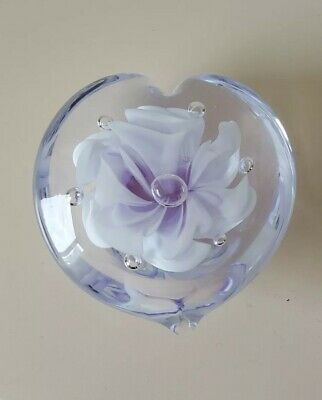 LILAC/WHITE HEART/FLORAL DESIGN GLASS PAPERWEIGHT, 8cm WIDE, BRAND NEW