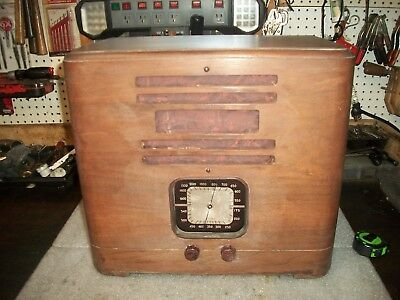 """Antique Farm Radio Battery Operated***not Working***brand Name """"cenoint""""**1920's"""