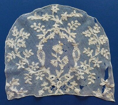 AN 18th CENTURY BRUSSELS BOBBIN LACE CAP BACK WITH VRAI DROSCHEL GROUND
