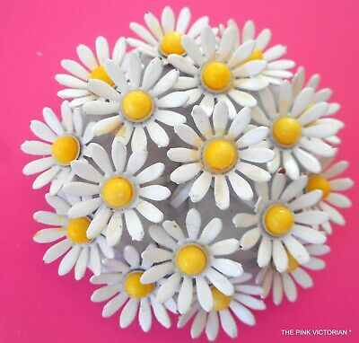 1960s VINTAGE METAL ENAMEL DAISY FLOWER PIN,CHUNKY DOMED BOUQUET STYLE,RETRO FUN