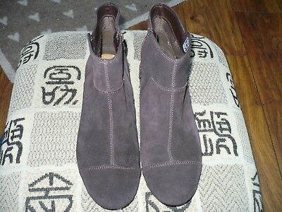 CLARKS COLLECTION LADIES FLAT BOOTS Size 8 D BROWN SUEDE SUPERB IMMACULATE 9