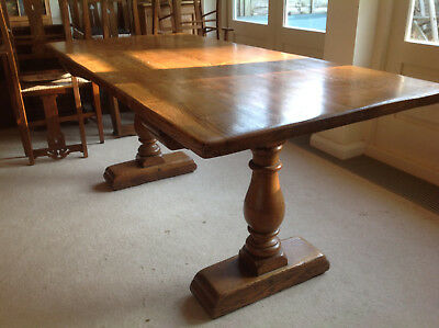 Golden oak refectory table in excellent condition
