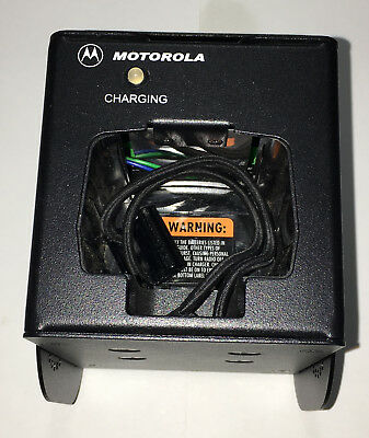Motorola RLN5233 Vehicular Rapid-Rate Charger for Portable Radios