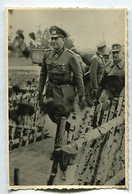 German Wwii Archive Photo: Wehrmacht General With Knight's Cross