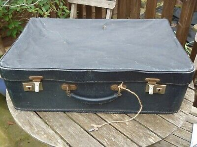 1950's vintage suitcase, Blue, with pale pink interior With Key
