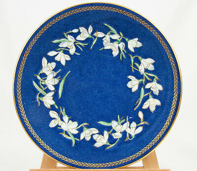 Stunning Wedgwood 'Snowdrop' blue powder with gold gilt plate in good condition