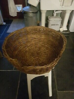 Smallcat/dog Basket in excellent condition thankyou for looking