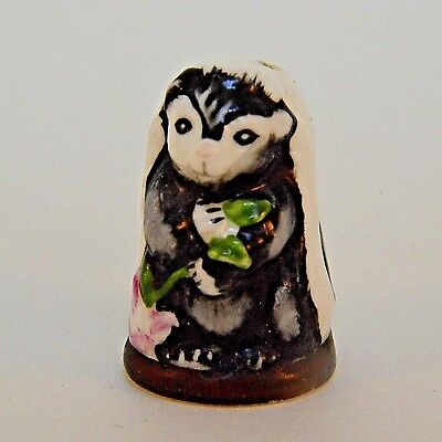 Franklin Mint Skunk Thimble Friends of the Forest   Porcelain Figurine 1982