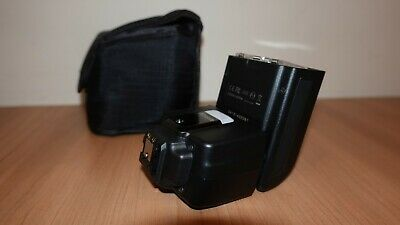 Nissin i40 Shoe Mount Flash can be used with a Sony A7 camera