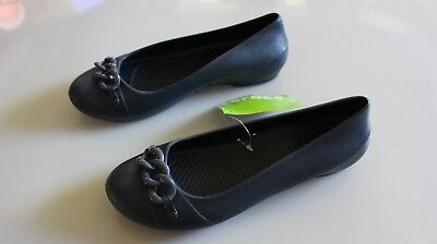 e8b9c3a0fd68e New With Tags Women s Navy Navy Crocs Gianna New Link Flat Size 7  C5