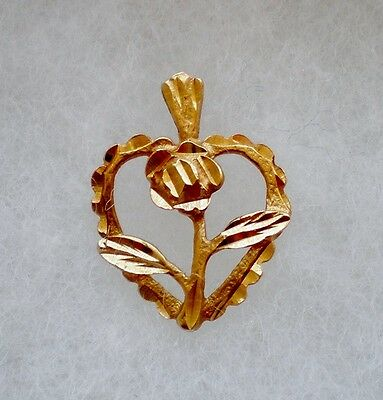 Beautiful Solid Vintage 14K Yellow Gold Heart Rose Pendant Charm 14kt 1.4 grams