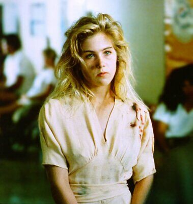 Christina Applegate With Her Yellow Shirt 8x10 Photo Picture Print