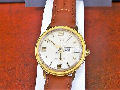 Vintage 1975 Timex Gold Tone Winding Day & Date Men's Watch w/ 18mm Leather Band